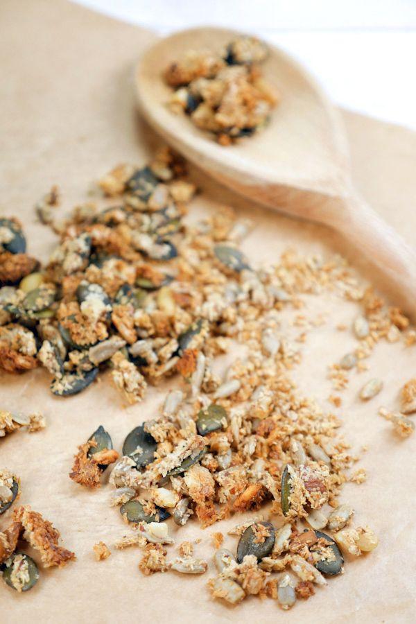 Gesundes Low Carb Knuspermüsli mit Kokosraspeln und Nüssen - Gaumenfreundin.de Foodblog