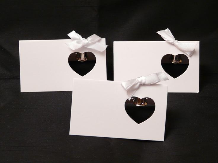 Op de kaartje kunt u persoonlijke tekst opschrijven. Deze kaarten worden voor de elke gast op de tafel geplaatst. Ze worden in een doos van 20 geleverd.    40x26 cm (card = 10x6 cm)