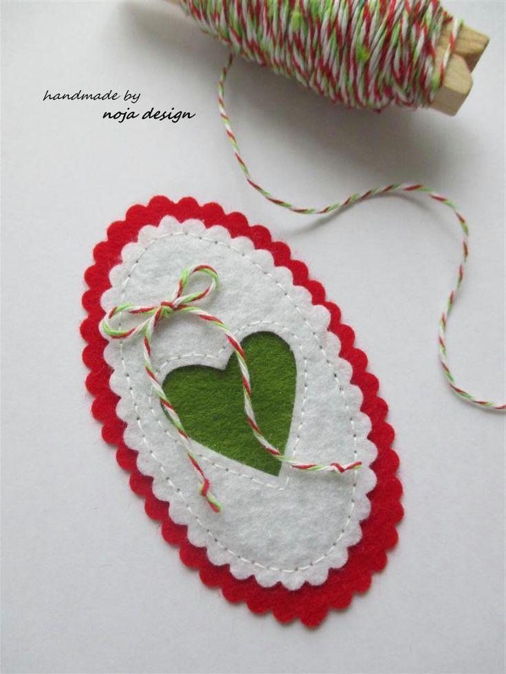 noja.design: nemzeti színű (kokárda) kitűző