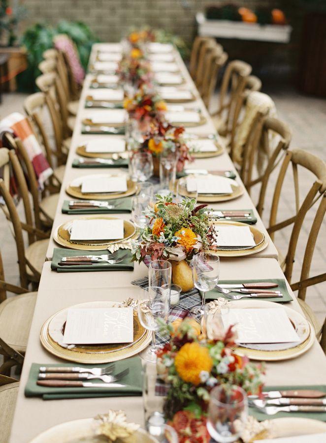 Best 25 thanksgiving dinner tables ideas on pinterest for Turkey dinner table settings