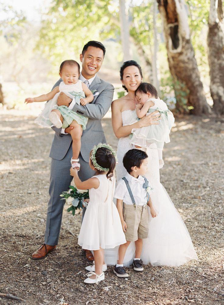 Flower girls - Photography: Caroline Tran - www.carolinetran.net:Vineyard Wedding in California with the Prettiest Colors : https://www.itakeyou.co.uk/wedding/vineyard-wedding-in-california/