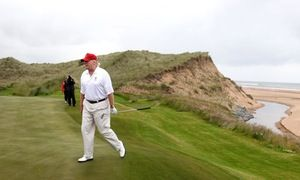 Fight the 'blight' of windfarms near my golf courses, Trump urges Ukip leader - http://www.worldnewsfeed.co.uk/news/fight-the-blight-of-windfarms-near-my-golf-courses-trump-urges-ukip-leader/