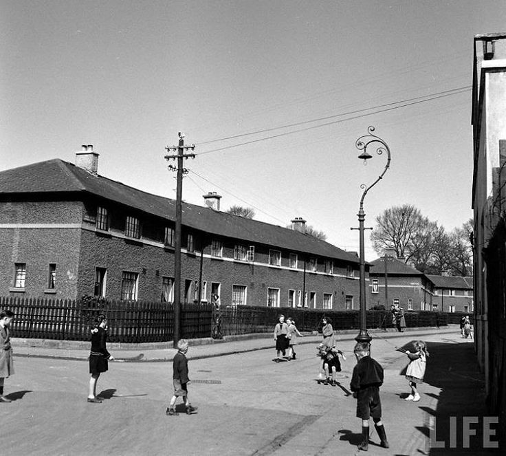 Children playing in a city centre estate during the 1950s. #dublin #lovedublin #olddublin www.archiseek.com
