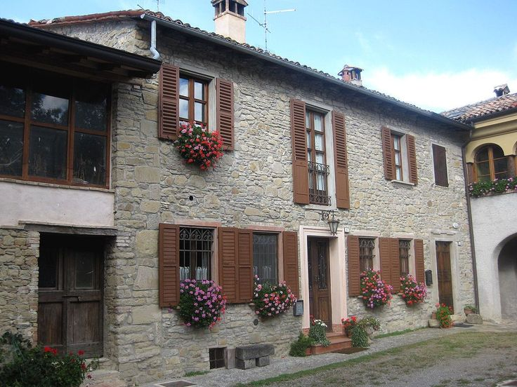 Casa Luisa; Ref. Code: CA291  B.E.A.U.T.I.F.U.L stone-built cottage-style home. Situated in a charming courtyard setting, in a small and exclusive hamlet of a few houses and in a dominate position, the house provides extensive and panoramic views of the surrounding area.