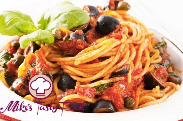 Spaghetti con pomodorini, capperi e olive