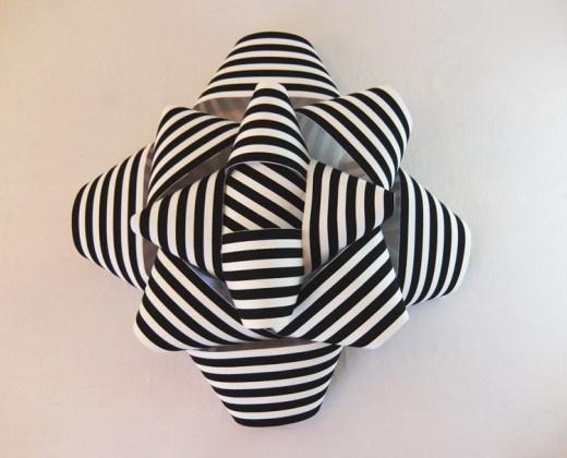 http://milh-diy.com/shop/deco/638-fleur-murale-rayee-marine-et-blanc.html