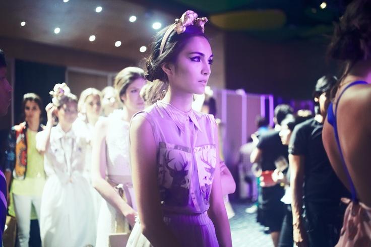 Mariana, backstage desfile Dario Cardenas
