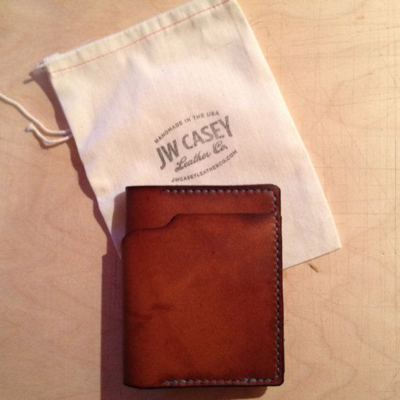 La main Mens Horween Leather Wallet. par JWCaseyLeatherCo sur Etsy