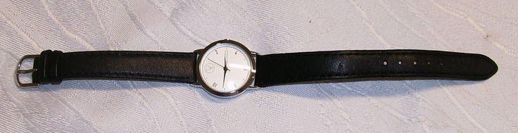 """Armbanduhr Damenuhr Damenarmbanduhr Lederband FAZ Frankfurter Allgemeine Zeitung  Verkaufe eine gebrauchte Armbanduhr mit den Aufschriften """"FAZ"""" und """"Frankfurter Allgemeine Zeitung für Deutschland"""".  Die Uhr ist gebraucht und hat Gebrauchsspuren. Ich bekomme die Uhr nicht zum Laufen. Deshalb wird sie vorsorglich als defekt verkauft.  (K11)"""