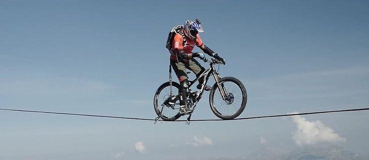 Jazda na rowerze na Slackline w górach. Szaleńczy pomysł. - XMOON.PL