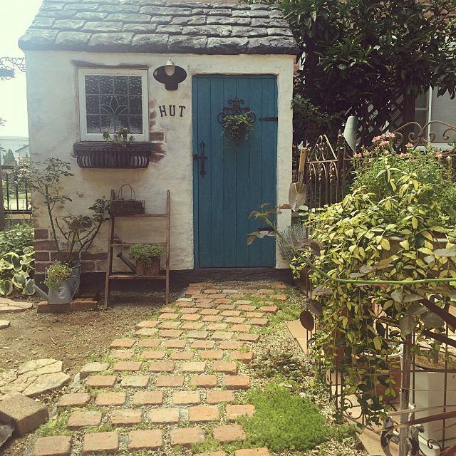 女性で、の小屋/完成途中/駐車場/モルタル造形/小屋DIY /グリーン…などについてのインテリア実例を紹介。(この写真は 2016-07-03 15:39:20 に共有されました)