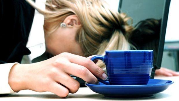 Üzerinizdeki Yorgunluğu Atın.!    Sabah yataktan kalkmak istemiyorsunuz, gün boyu kendinizi yorgun hissediyorsunuz..    Bazı zamanlarda hissedilen nedeni belli olmayan garip bir durumdur bu yorgunluk. Gün boyu kendinizi yorgun, halsiz, bitkin, kırgın hissettirir. Kaslarınız ağrır ve canınız bir şey yapmak istemez. Böyle zamanlarda sizi canlandıracak bir formüle ne dersiniz.?