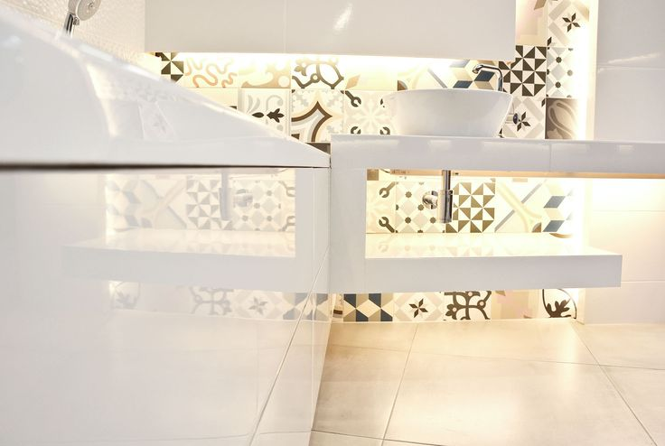 #viverto #InspiracjeViverto #łazienka #bathroom #beautiful #perfect #pomysł #design #idea #nice #cool #inspiration #biel #white #klasyka #patchwork #mosaic #mozaika #kolory #kolorowo #colors #płytki #tiles  #lustro #mirror #toaleta #ceramika #umywalka #armatura #baterie #bateria #wow #moda #trend #wanna #prysznic #3d #płytki3d #3dtiles