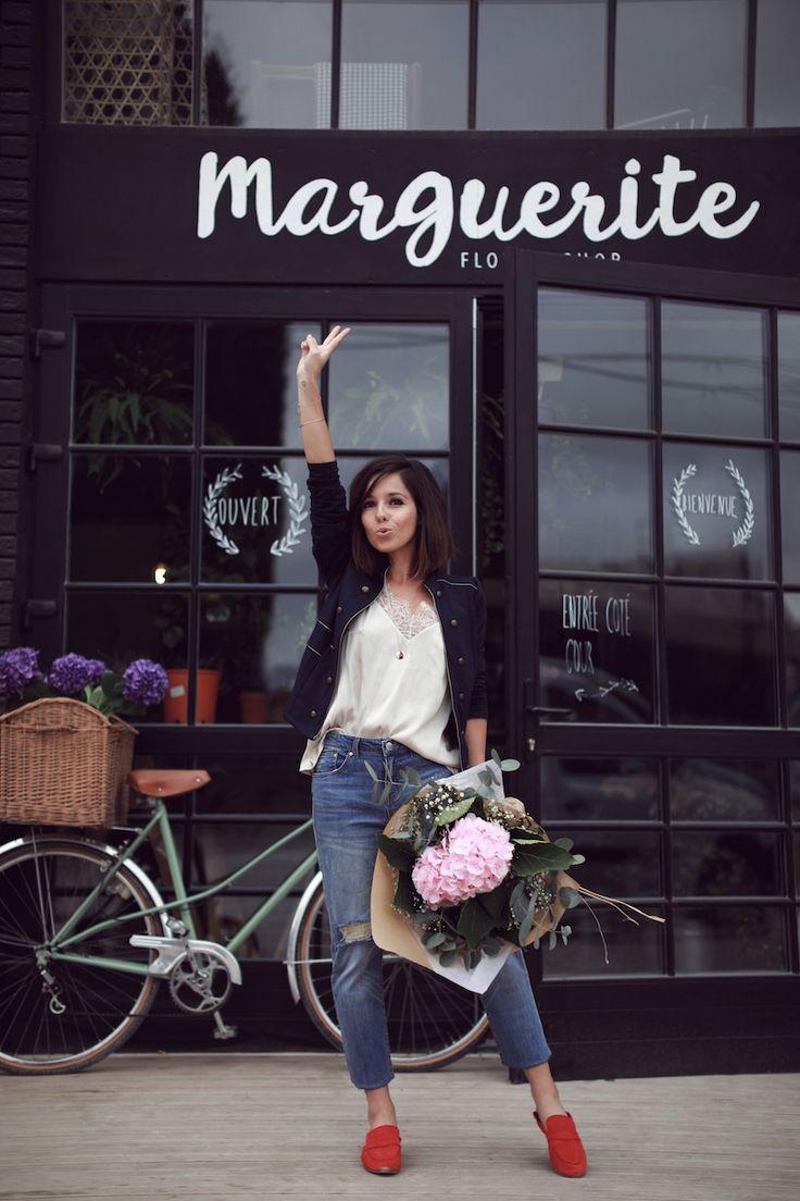 Veste militaire et jean boyfriend Cache Cache Mocassins rouges et vcaraco beige H&M Idée look automne 2017 blog mode tendances Le Petit Monde de Julie