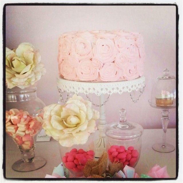 Lovely rose cake at a Shabby Chic Party #shabbychic #partycake