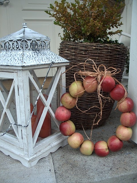 An apple wreath!! Love this, and so stinkin' easy!