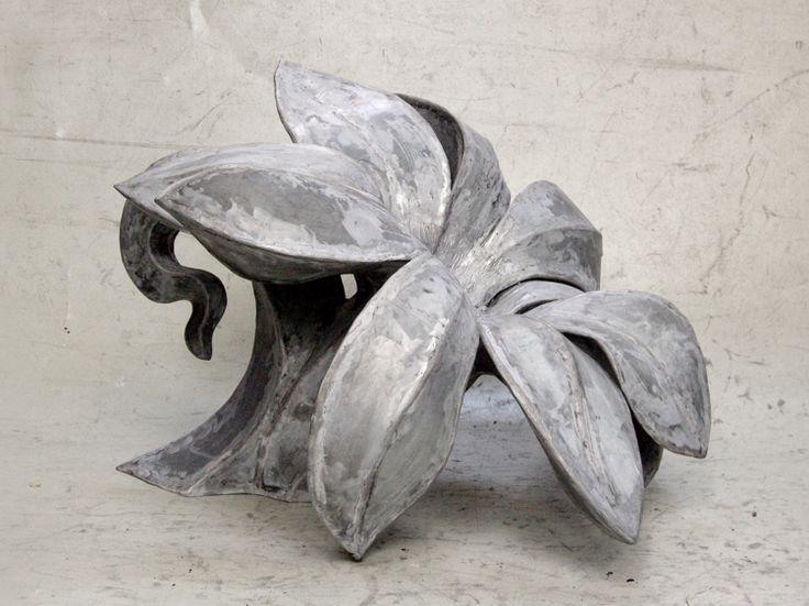 Mary Geradts: Bloem - 2007 zink 59 x 90 x 90