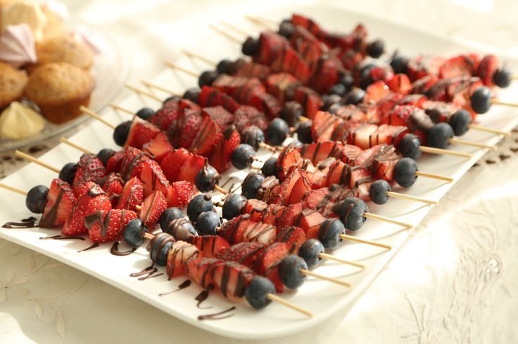Scrumptious strawberry and blueberry kebabs drizzled with dark chocolate. A perfect 'healthy' addition to our kitchen tea <3