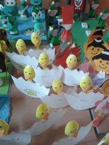 plastic spoon hatching chick craft
