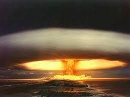 El problema que ha tenido este la energía nuclear es el hecho que no se ha utilizado de la manera correcta y que las plantas nucleares han tenido accidentes.