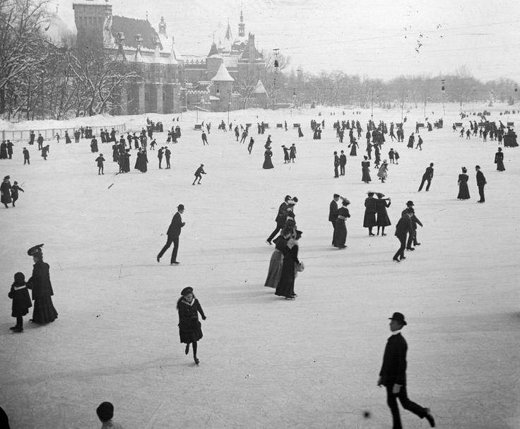 1907. jégpálya a Városligeti-tavon, háttérben a Vajdahunyad vára.