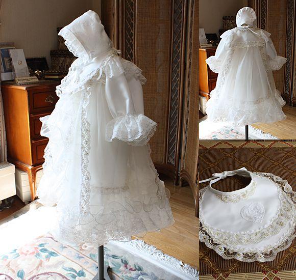 """エレガントでとっても可愛い、男女兼用の""""100日用 お宮参り用ベビードレス""""。 男の子でも女の子でも着ることができる""""素敵なベビードレス""""。細部に渡り、細かい細工が施された新生児のお衣装。   ドレス本体、よだれかけ、オーバードレス、帽子が一式セット。写真撮影の時も色々とアイテムをプラスして撮影できます。"""