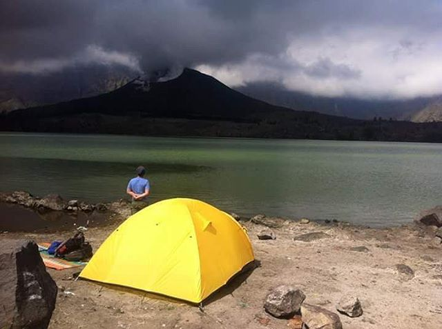 Mount Rinjani Trekking - > Best camping spot we recommended. Take longer program and enjoy the beautiful lake and healing hot springs.  Join us #mujitrekkertrip  #mujitrekker #backpacking #hiking #trekking #traveling #backpacking #bestvacations #lombokisland #mtrinjani #travellust #wanderlust #wanderer #mountaineering #Lombok #natgeo #natgeotravel