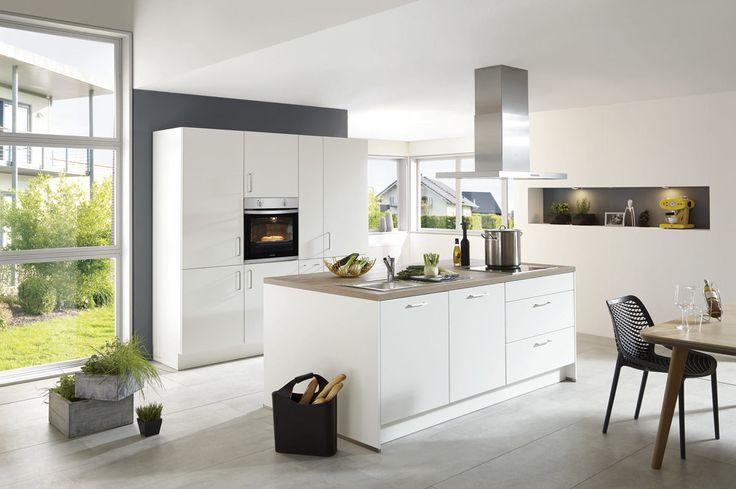 Einbauküche mit gorenje elektrogeräten mit weiße lack hochglanzfronten ontario eichefarbener korpus arbeitsplatten küche lack hochglanz pinterest