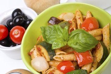 Pasta met courgette en tofu: http://www.gezondheidsnet.nl/wat-eten-we-vandaag/recepten/12552/pasta-met-courgette-en-tofu #recept #koken