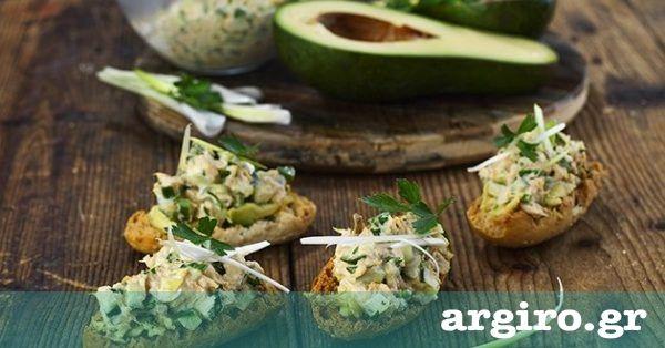 Τονοσαλάτα από την Αργυρώ Μπαρμπαρίγου   Νόστιμη, έξυπνη συνταγή με λίγες θερμίδες. Σερβίρεται σαν γέμιση σε σάντουιτς, σαν σαλάτα ή σαν μεζές σε μπρουσκέτα