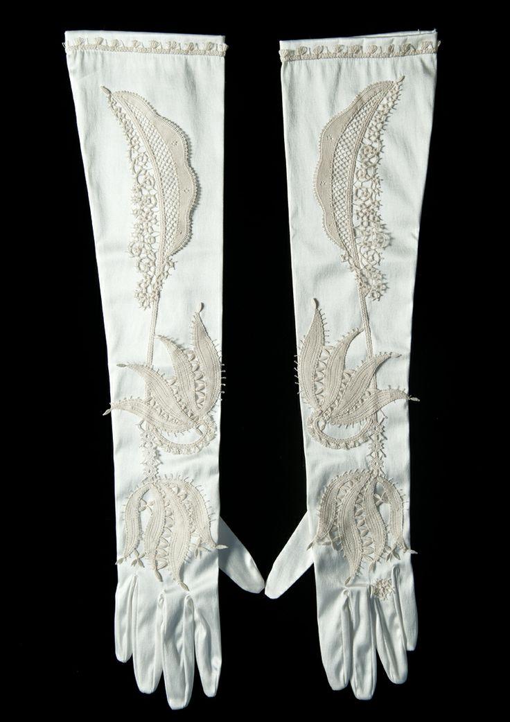 Gloves with lace inserts - Guanti con inserti in merletto di Gorizia