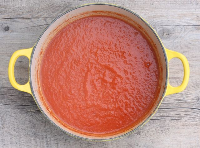 low-fat tomato and roasted red pepper soup recipe   writes4food.com