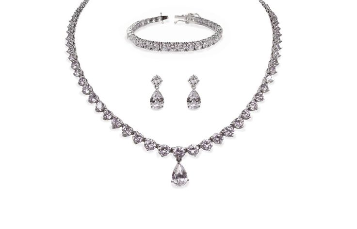 Beautiful regal bridal jewellery, perfect for any bride to be. @ Mia Sposa Huddersfield 01484421900