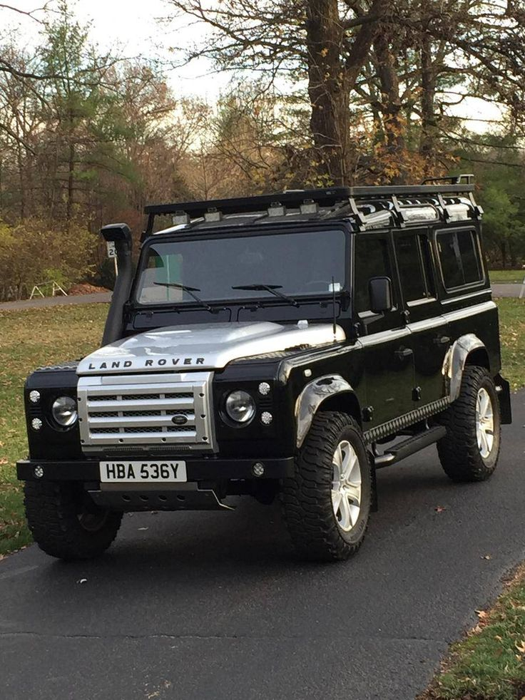 Land Rover Defender 110 1983 Tdi Customized to Td4 bicolor.