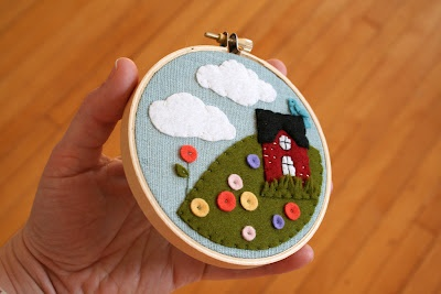 Super cute felt house in a hoop by Checkout Girl