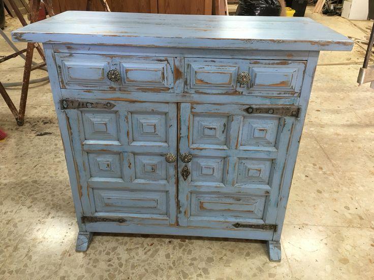 Mueble de pino macizo, Vintage. Repintado respetando su color original.