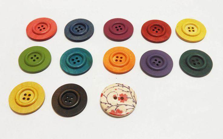 Broche en bois Broche boutons en bois Broche ronde Broche tuque Broche Bonnet Accessoire bois rond Broche personnalisée Accessoire bouton de la boutique LesTresorsStephanie sur Etsy