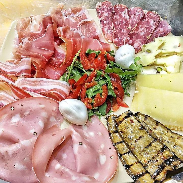 Un vero aperitivo made in Italy ... Thanks to: @pizzeriagaetanopaolella ...