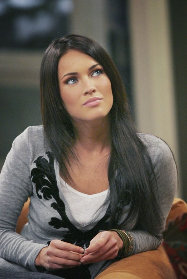 Megan fox, makeup. And she's covered herself up! Finally :P