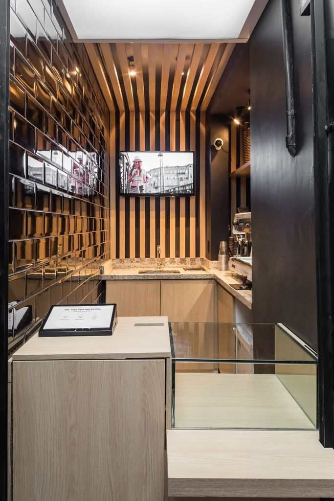 An Ultra Narrow Urban Coffee Shop The Coffee Arquitetura