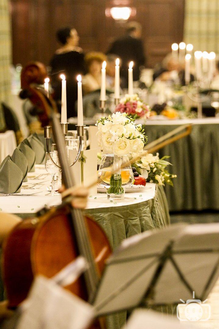 Sala de nunta este locul unde vei petrece alaturi de cei dragi, familie si prieteni, cea mai importanta zi a vietii tale, ziua nuntii. Noi vom capta caldura si veselia prezenta in sala de nunta astfel incat sa resimti armonia zilei de fiecare data cand privesti fotografiile: http://www.degalfoto.ro, #nuntasieveniment, #saladenunta, #degalfoto, #fotogranunta