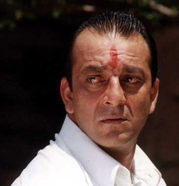 Sanjay Dutt Back home,14-day parole