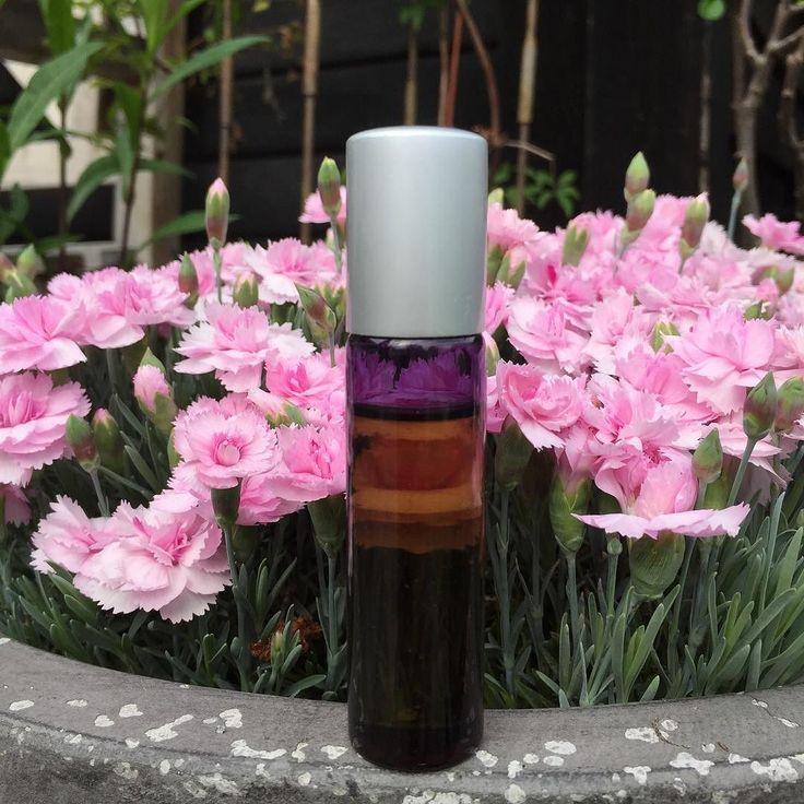 Nyt på bloggen: Jeg har været til en super hyggelig og intim Parfume Workshop med @anne.teilmann og Mie fra @yogaoasen Link i profil  hvis du har lyst til at læse med...  #webshop #mellowwayblog #parfumeworkshop #aromaterapi #æteriskeolier #dufterskønt #naturligeprodukter #friforkemi #detvarsuperhyggeligt