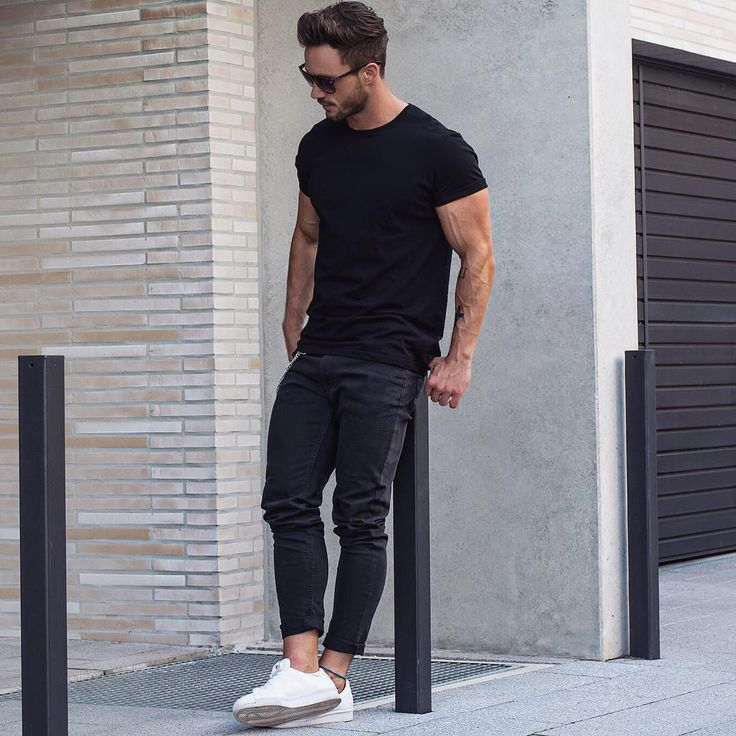 Black crew neck t-shirt street style for men . #MensFashion