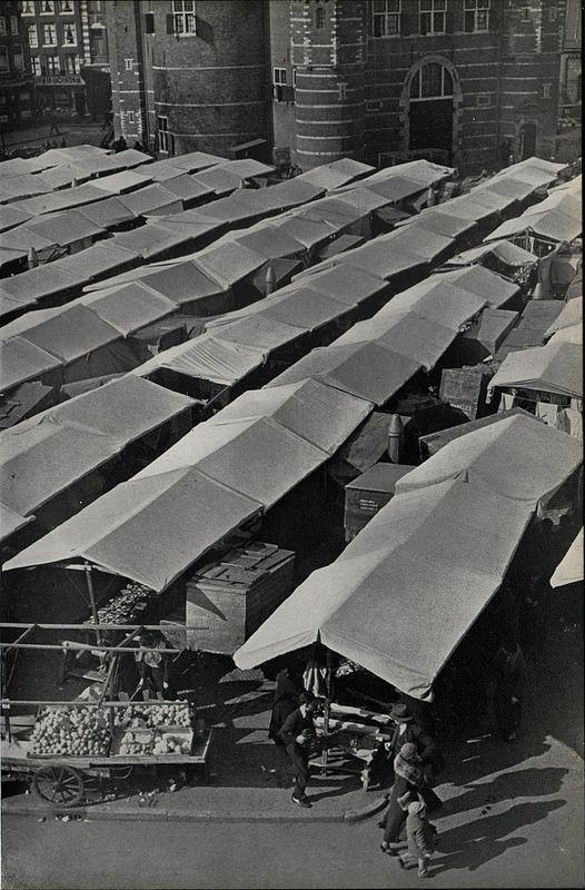 amsterdam 1937 Nieuwmarkt kramen