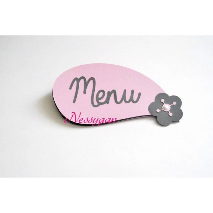 Menu pétales rose et gris pour un mariage, baptême, communion. Le menu forme une fleur lorsque l'ouvre, la couleur des pétales peuvent être modifiées.Menu fleur