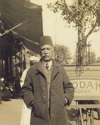 Ressam Halil Paşa (1857-1939). Turkish painter and art teacher. Photograph: circa 1920.