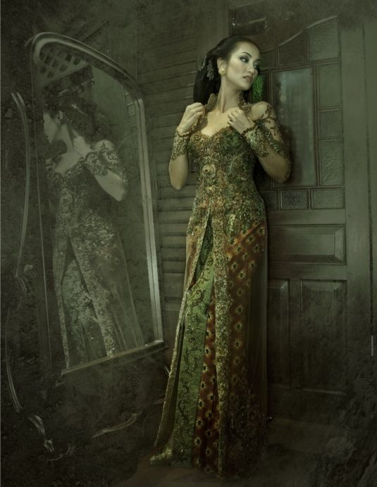 http://fashioncatalogtrend.com/2011/10/  collection-of-modern-kebaya-anne-avantie     Kebaya is the traditional dress of Indonesia.  It is worn during the wedding  ceremony.  Collection of Modern Kebaya Anne Avantie.