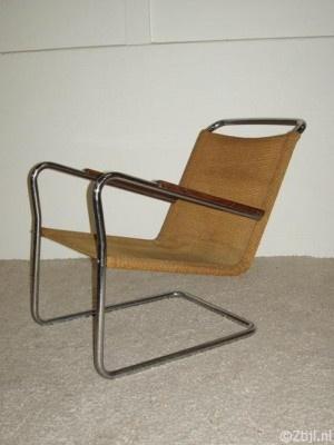 Bas v Pelt - buisstoel '30s  Fabrikant: EMS & My home, Denhaag  h x b = 70 x 55 cm  € 1 395,00 incl. BTW  Zeer zeldzame fauteuil / buisstoel uit de jaren '30. Hij is ontworpen door Bas van Pelt voor zijn bedrijf My Home in Denhaag. Het frame is gemaakt van ijzer verchroomd en de zitting van geweven touw (hennep). De zithoogte is 36 cm en de diameter van de buizen is 25 mm. Deze fauteuil is gezien de leeftijd nog in zeer goede staat en ook de bekleding is ook nog prima.