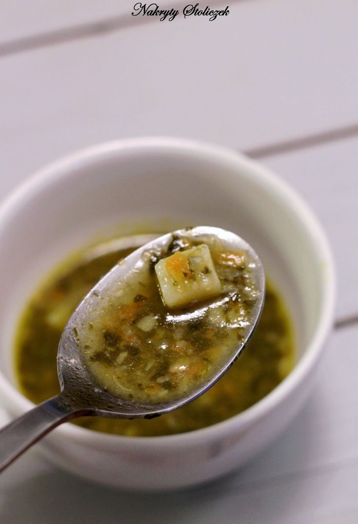 Na świeży szczaw trzeba jeszcze trochę poczekać, ale z powodzeniem zupę możemy przygotować ze szczawiu konserwowego i cieszyć się nią równi...